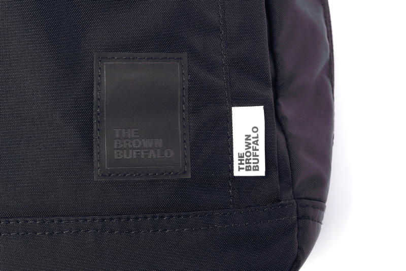 "The Brown Buffalo より隠れた機能美で魅了する定番モデル ""Conceal Pack"" がリリース ミニマルかつ屈強な面構えのオンオフ兼用バックパックが遂にドロップ HYPEBEAST ハイプビースト"