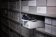 adidas が誇るハイパフォーマンスランニングシューズ UltraBOOST の初期モデルが復刻