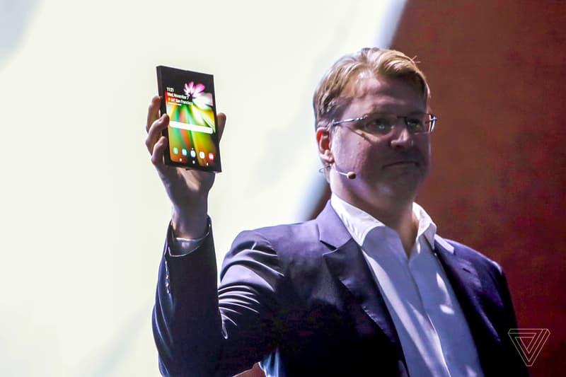 サムスン Samsung が同社初となる折り畳みスマホのプロトタイプを遂に公開 アンドロイド 携帯 HYPEBEAST ハイプビースト