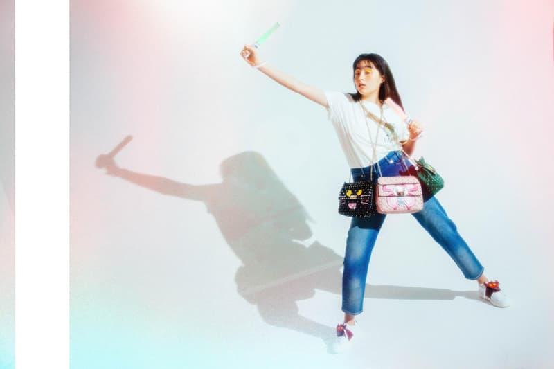 """モトーラ世理奈が纏う Valentino の東京限定 """"MANGA CAPSULE""""  日本のポップカルチャーに目を付けた〈Valentino〉の""""ダサ可愛い""""キャラクターが目白押し"""