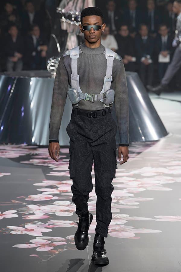 ディオール Dior 2019年プレフォール ランウェイ コレクション 空山基 マシュー・ウィリアムス コラボ ルック オンライン キム・ジョーンズ Kim Jones 東京