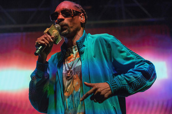 Picture of Snoop Dogg が Twitter 中毒の Kanye West に喝を入れる