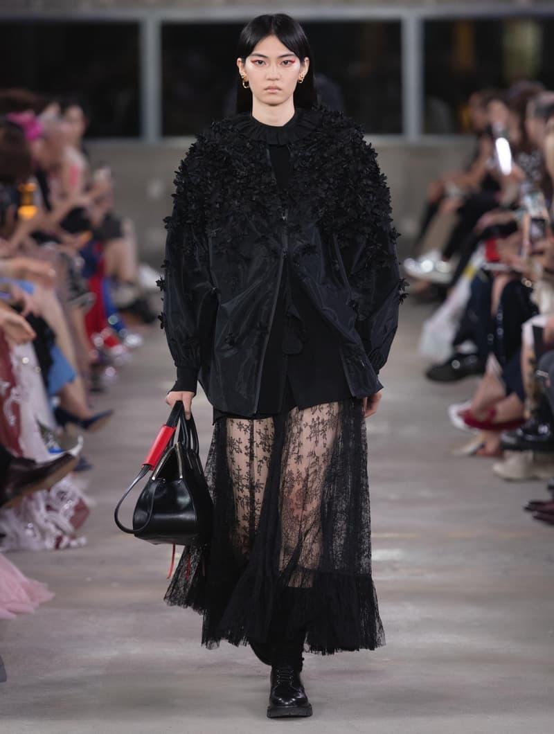 """日本古来の美意識を日常服へと変貌させた Valentino 2019年プレフォールコレクション ブランドカラーの赤と黒を基調に、""""間""""や""""侘び寂び""""から着想を得た日本発信の最新コレクションを表と裏から分析 HYPEBEAST ハイプビースト ヴァレンティノ"""