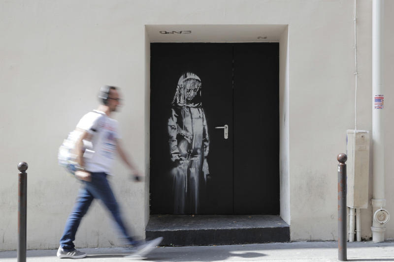 バンクシー banksy bataclan artwork stolen paris france mural stencil