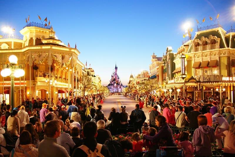 ディズニーランド・パリがパーク史上初となるLGBTQの公式イベントを開催
