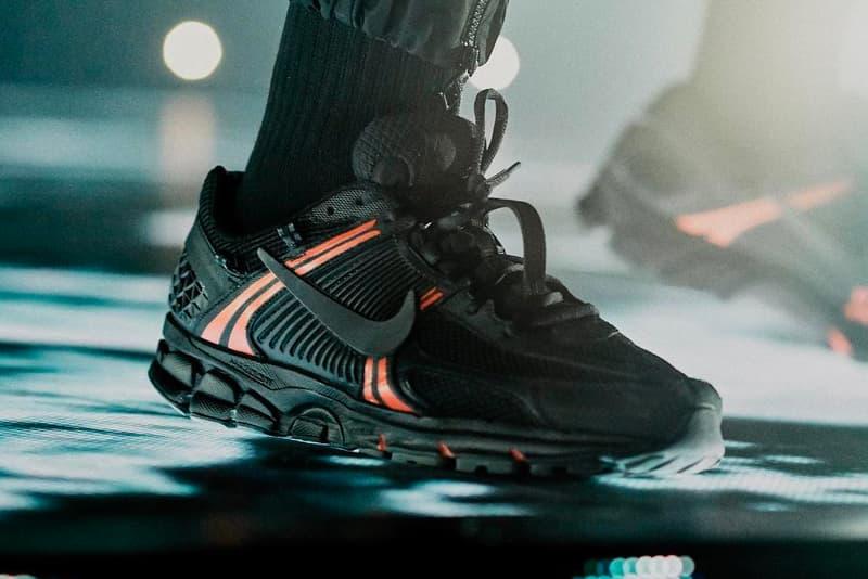 ドレイク ナイキ ズーム ボメロ +5 Drake Wears Unreleased Nike Vomero 5+ Sneaker tour scorpion tour red/black colorway release info tease exclusive 'assassination vacation tour'