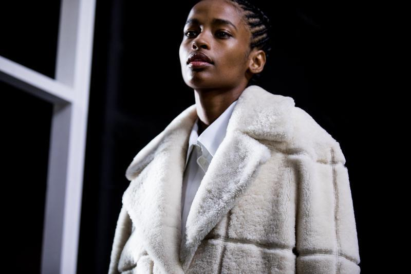 オフホワイト ウィメンズ コレクション パリファッションウィーク ヴァージル・アブロー  Off-White Paris Fashion Week Runway Show Backstage Photos