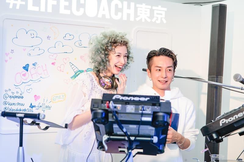 """東京・表参道に突如出現した Coach のファン参加型イベント """"LIFE COACH"""" へ潜入 地下鉄や祭りを彷彿とさせる異空間では、気鋭アーティストのライブやタロット占いを定期的に開催"""
