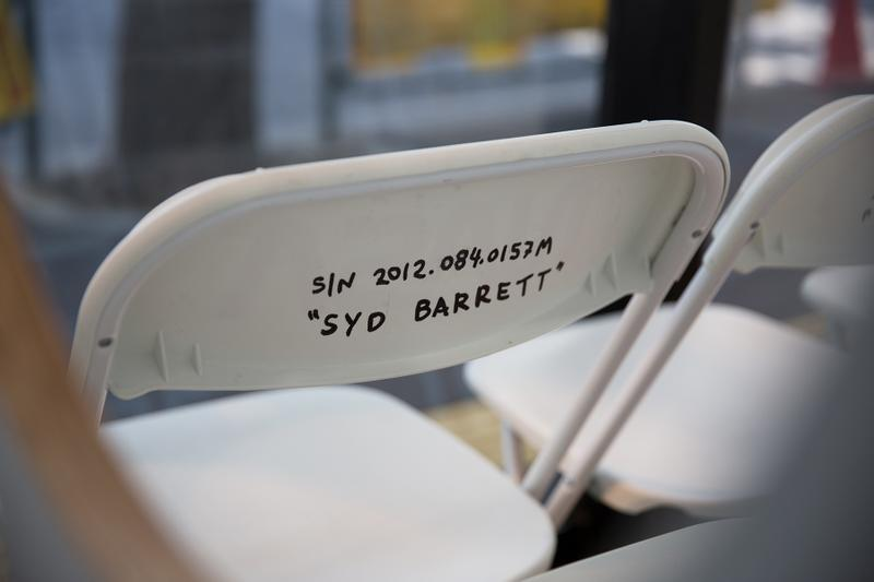 トム・サックス ビームス 原宿 ポップアップ NASA 椅子 チェア Tシャツ トランプ ランプ ノート 本 オンライン 価格 詳細 住所
