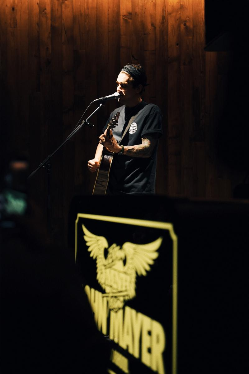 ジョン・メイヤー ネイバーフッド NEIGHBORHOOD John Mayer ライブ 写真 アコースティック