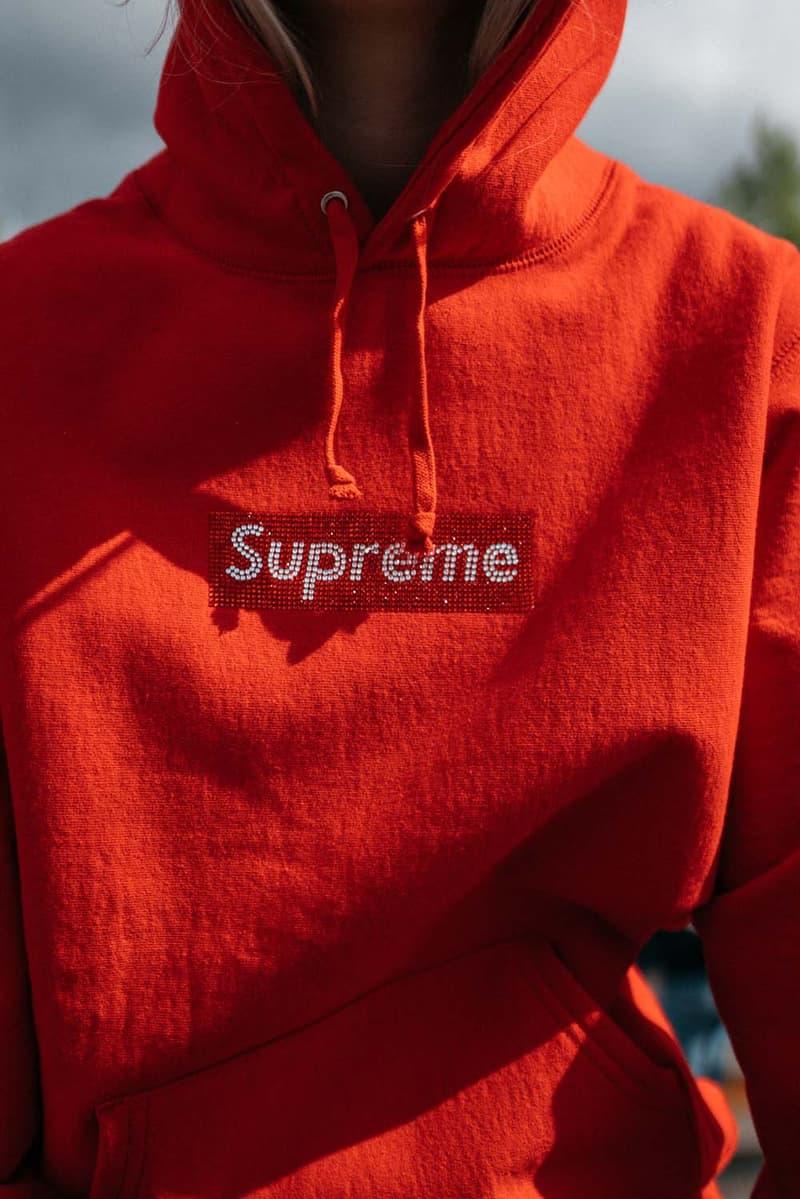 シュプリーム 25周年 ボックスロゴ スワロフスキー Supreme x Swarovski Box Logo Anniversary Drop collection on body hoodie tee shirt release day april 25 2019 exclusive france paris day model colorway crystal