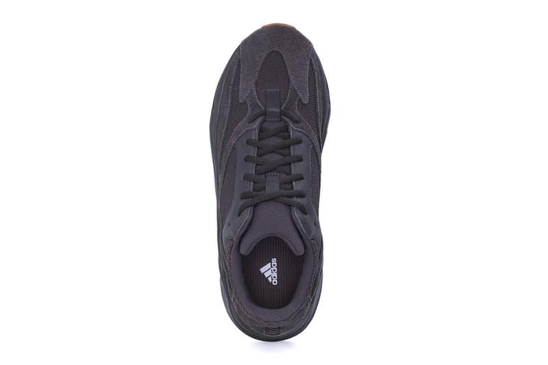 イージーブースト アディダス カニエ・ウェスト adidas YEEZY BOOST 700 Utility Black First Look Gum Rubber Kanye West