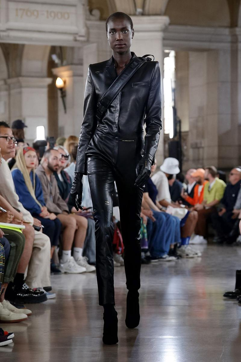 ジュン・ジー JUUN. J パリ ファッションウィーク Paris Fashion Week Men's 2020 春夏コレクション Spring/Summer 2020 Runway Presentation Men's Women's Collection Closer Look Images Shots Leather Technical Gothic Future Military Inspired Outerwear