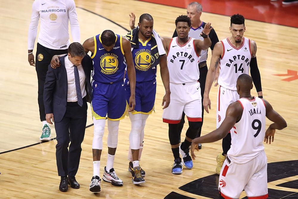 ケビン・デュラントが NBA ファイナル第5戦で再び負傷した際に見せたラプターズ陣営の感動的なスポーツマンシップ