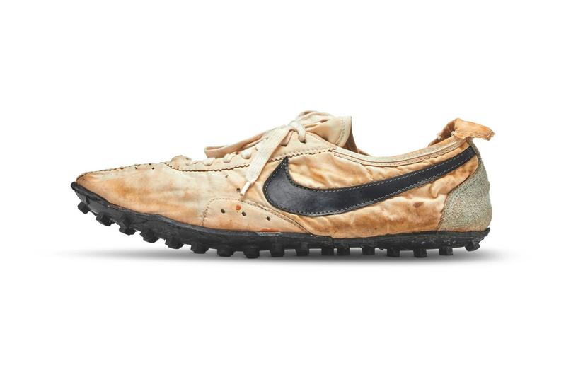 ナイキ 月の靴 ムーンシューズ 落札 オークション サザビーズ 世界記録 史上最高 ビル・バウワーマン デッドストック Nike