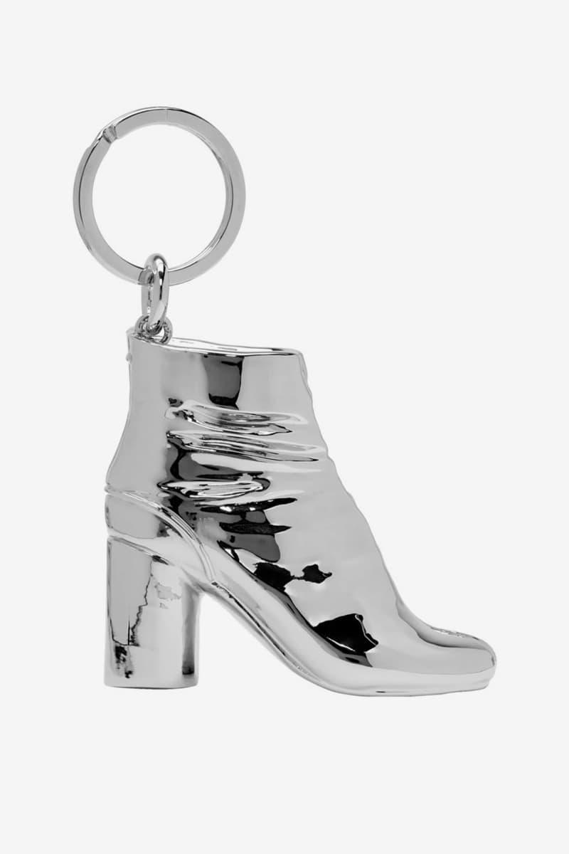 Maison Margiela メゾンマルジェラ SSENSE エッセンス Exclusive 足袋 タビシューズ Tabi Boot 小物 アクセサリー キーチェーン Keychain Release Gold Silver Info Buy