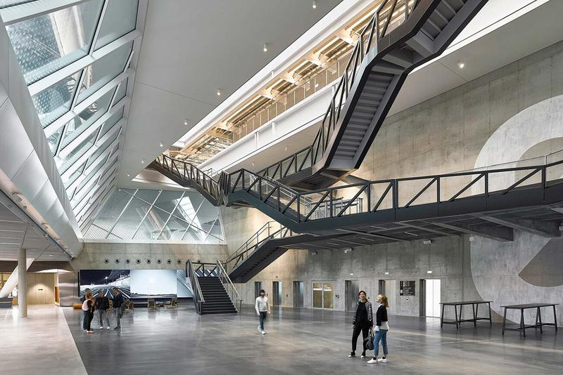 adidas アディダス 創立70周年 記念 ドイツ 本社 敷地 建設新社屋 ARENA アリーナ 内部 公開