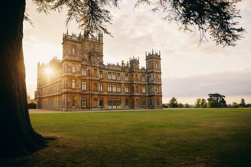 Rent Downton ダウントン・アビー Abbey Castle エアビーアンドビー Airbnb お城 Listing 宿泊できるプラン Exclusive One Night Royalty England Travel リリージェームズ