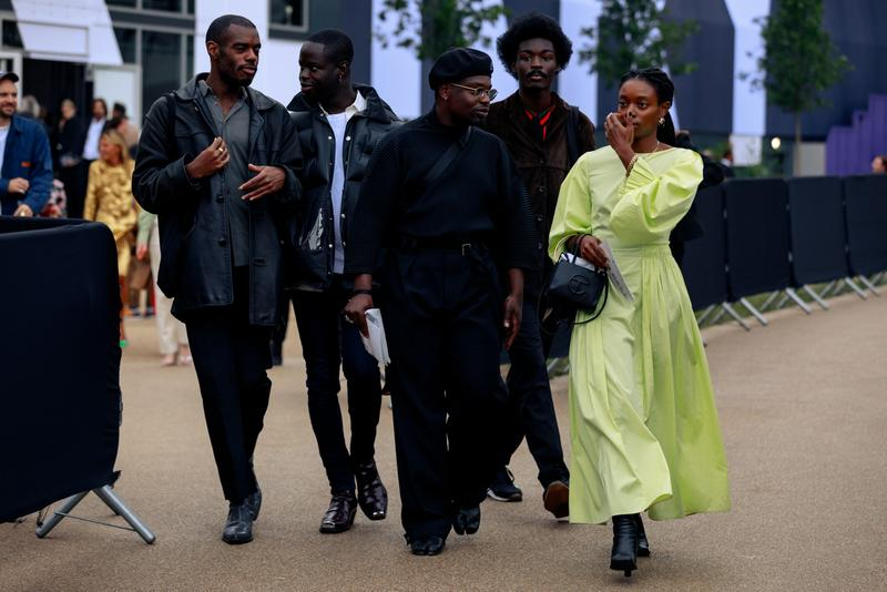 ストリートスナップ :ロンドンファションウィーク2020年春夏 London Fashion Week Spring Summer 2020 Street Style runways catwalks burberry chanel riccardo tisci jorja smith