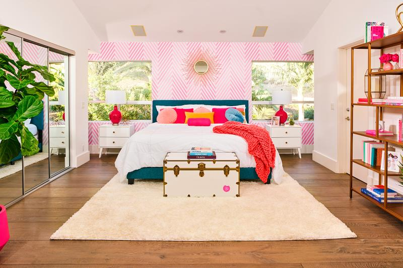 Airbnb エアビーアンドビー  introduces 60 anniversary 誕生60周年 バービー人形 barbie theme special dream house ドリームハウス for listings 2days 4guests limited malibu california dream