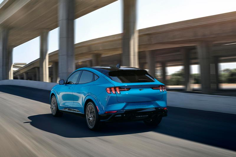 フォードが初となる電動SUV Mustang Mach-Eを公開 Ford Mustang Mach-E 2021 Officially Unveiled First Look Electric Car Family Vehicle Crossover All Wheel Drive Four Door American GT Performance Edition Power Figures EV