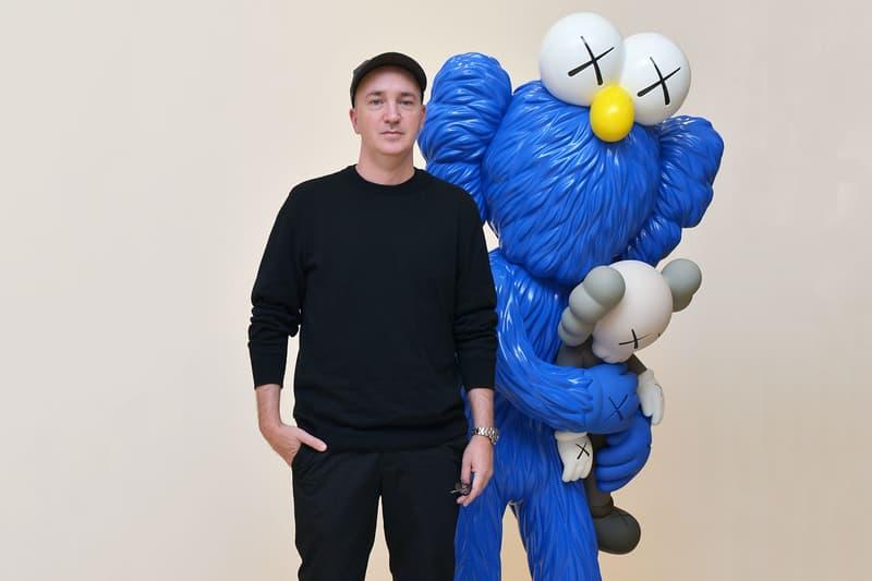 カウズ kaws williamsburg brooklyn studio artworks contempory art paintings installations sculpture artworks