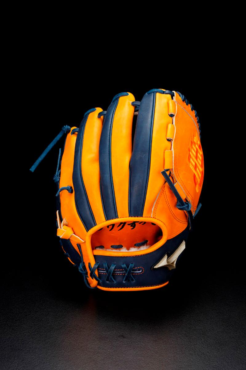サイヤ人の戦闘服をモチーフとした野球アイテムがリリース Bandai Mizuno Dragon Ball Z Baseball Equipment Catchers Gear Gloves Vegeta Goku Piccolo Shenron Frieza mitts