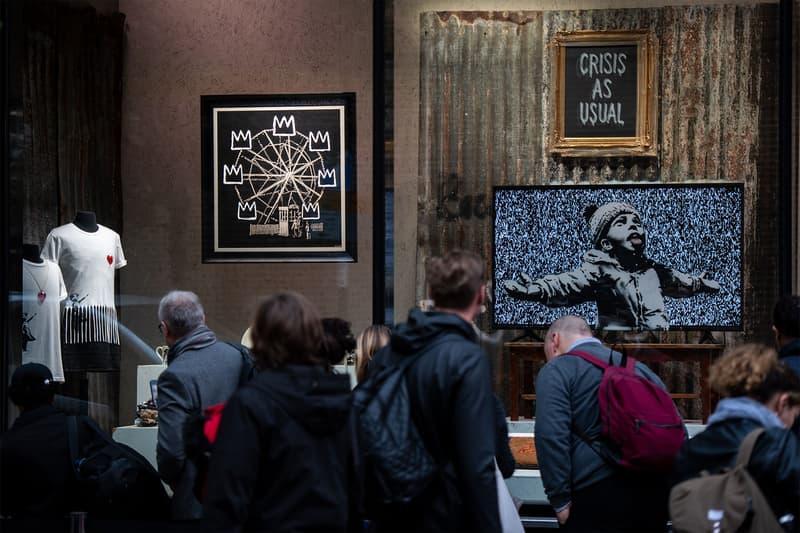 バンクシー Banksy がクリスマスシーズンに向けイギリスのホームレス問題に警鐘を鳴らす?作品を公開 Banksy England Streets Crowd