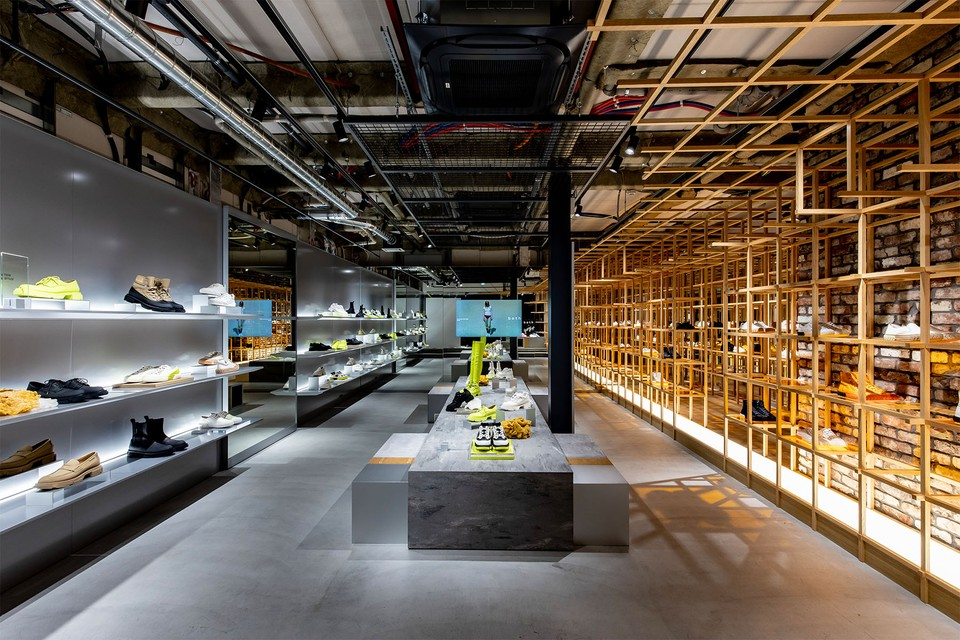 パリ発のフットウェアブランド both が世界初となる旗艦店を青山にオープン