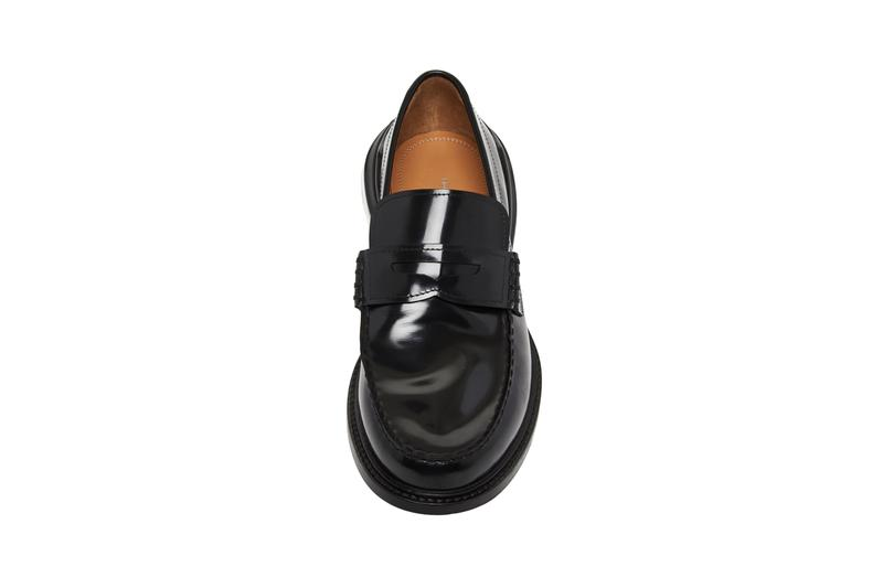 Maison Margielaよりエアクッショニングのソールを装備したパテントレザーのローファーが登場maison margiela bounce bubble heel leather loafers pantent glossy