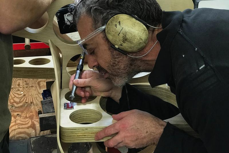 tom sachs トムサックス salon ニューヨーク マイアミ アート バセル ninety four art basel miami beach ブリコラージュ チェア artworks furniture