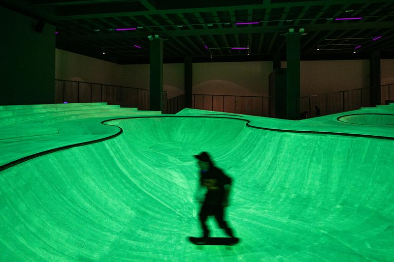 "トリエンナーレ・ミラノに設置された蓄光のスケートパークの様子 Triennale Milano 'OooOoO' Skatepark Installation ""Year of Play"" Koo Jeong A Fluorescent Green Glow-in-the-Dark Academy of Skateboarding Parco Sempione was curated by Julia Peyton-Jones Lorenza Baroncelli"