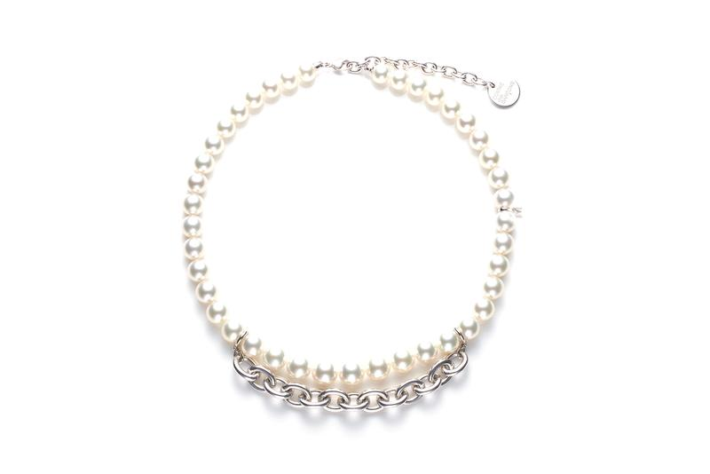 COMME des GARÇONS が日本を代表するジュエラーMIKIMOTO とパールネックレスのカプセルコレクションを発表 COMME des GARÇONS x Mikimoto Pearl Necklace Capsule Collection Rei Kawakubo Unisex Necklaces Jewelry Design CDG Japanese Label Collaboration Closer Look Release Information