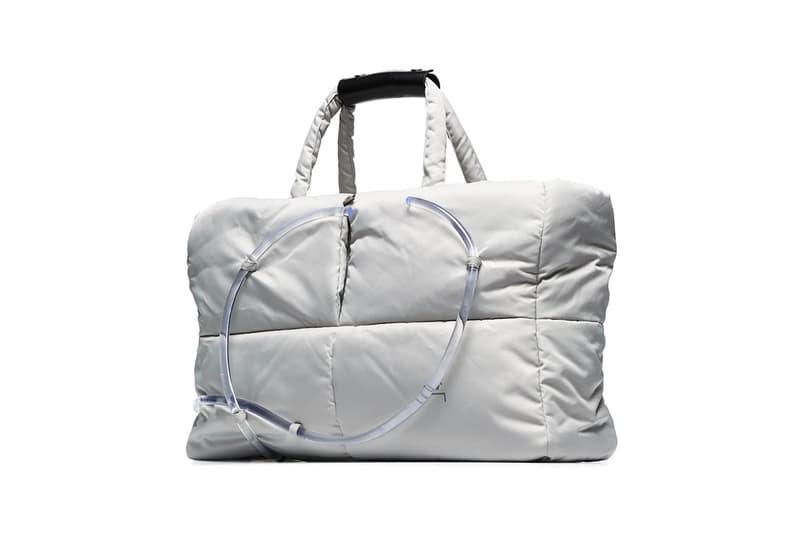 ア・コールド・ウォール A-COLD-WALL* が定番のトートバッグを透明のパイプの装飾でアップグレード a cold wall grey padded tote bag with nylon clear pipe detailing acw samuel ross spring summer 2020 collection