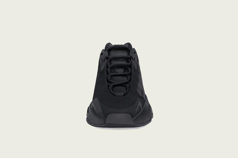 イージーブースト 700 MNVN BLACKが発売 adidas + KANYE WEST による最新モデル YEEZY BOOST 700 MNVN BLACK の国内発売が決定