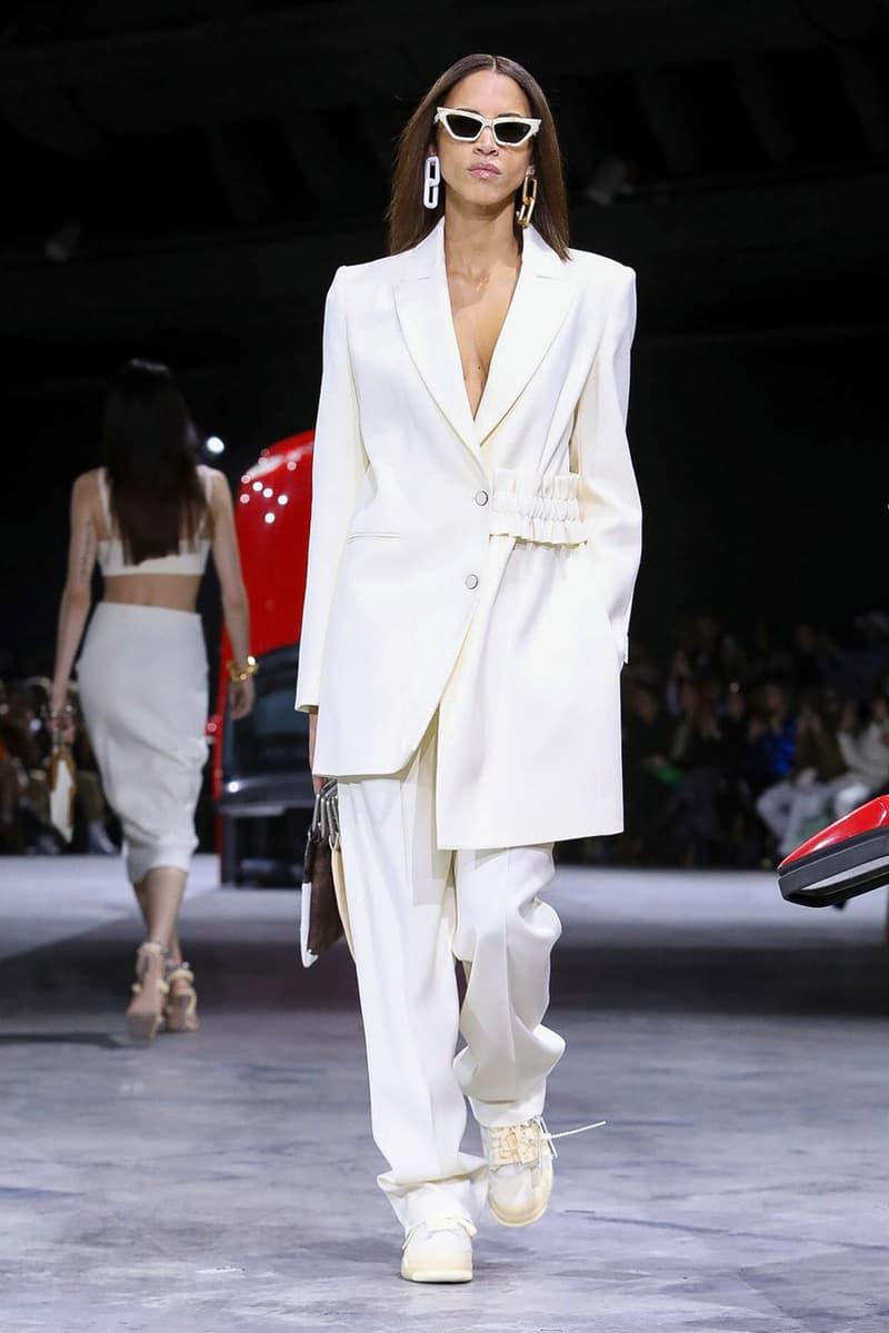 オフホワイト™️ 2020年秋冬ウィメンズコレクション Off-White™ FW20 Womenswear, Air Jordan 4 Collaboration sneaker fall winter 2020 runway paris fashion week virgil abloh