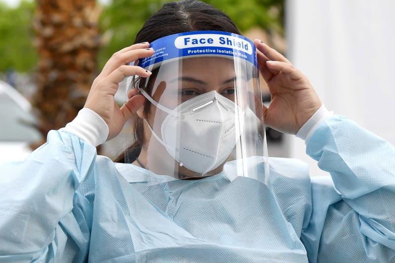 アップル Apple がミニマルな医療用フェイスシールドのデザインを公開 Apple's Medical Face Shield Design, Video support email page buy mask coronavirus covid 19 isolation protective