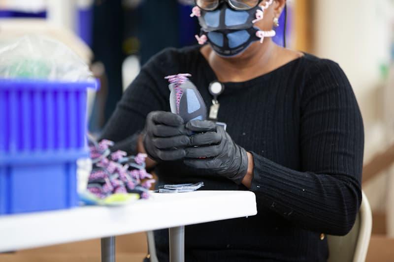 ニューバランス New Balance が米国内の工場で週に最大10万個の医療用マスクを生産中 New Balance Scaling Production of General-Use Personal Protective Equipment COVID-19 Coronavirus USA Manufacturing Methods PPE Medical Institutions R&D 100,000 Units A Week