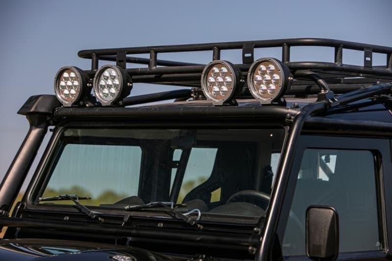 ランドローバー ディフェンダー 映画『007 スペクター』に登場する貴重な Land Rover Defender がオークションに出品中 Silverstone Auctions Spectre Landrover Defender Info James Bond 007 110 SUVs offroading cars automotive Bowler Motorsport