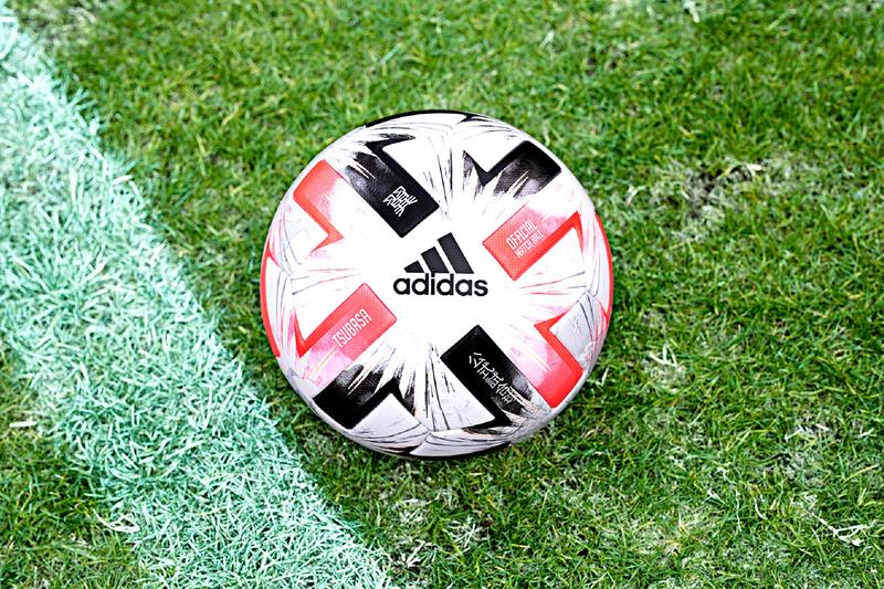 アディダス adidas が『キャプテン翼』高橋陽一 の描き下ろしイラストをデザインした FIFA 主要大会の公式試合球 TSUBASA を発売
