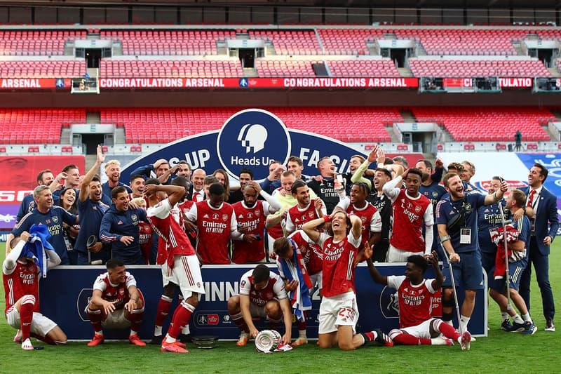 アーセナルが世界最古のカップ戦を制するも主将が優勝セレモニーでトロフィーを落とす Aubameyang drops FA Cup after Arsenal heroics