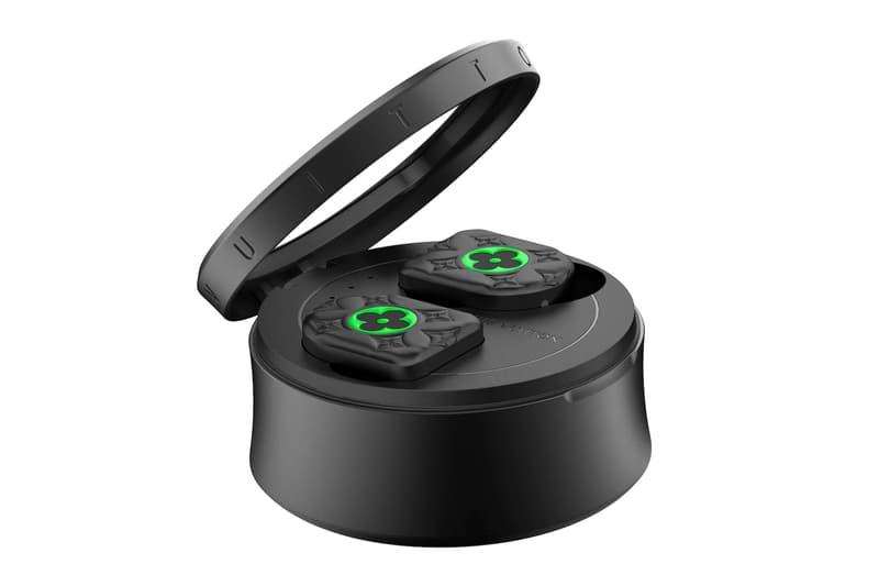 """ルイ・ヴィトンの完全ワイヤレスイヤホン ホライゾンが2021年春夏仕様にアップデート Louis Vuitton Horizon Earphones """"Black/Neon Green"""""""