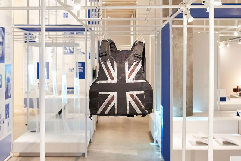 "Stormzy がライブパフォーマンスで着用した防弾チョッキが ""Beazley Design of the Year"" にノミネートされる Stormzy Banksy Designed Vest Nominated for Award Bulletproof Stab Proof Glastonbury Festival HYPEBEAST Fashion Music Art Heavy is the Head Gang Signs and Prayer Britain British UK"
