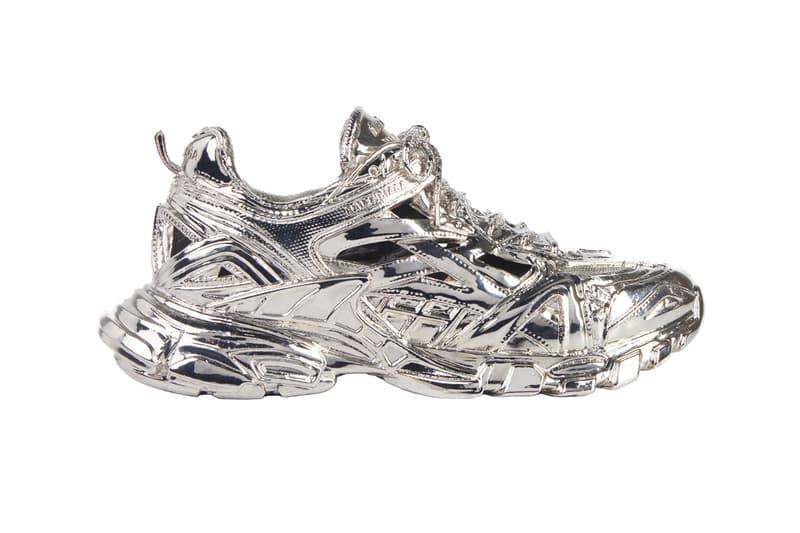 バレンシアガの人気スニーカー トラック2がメタル彫刻になる Balenciaga Releases a $5,750 USD Track.2 Sneaker metal Sculpture