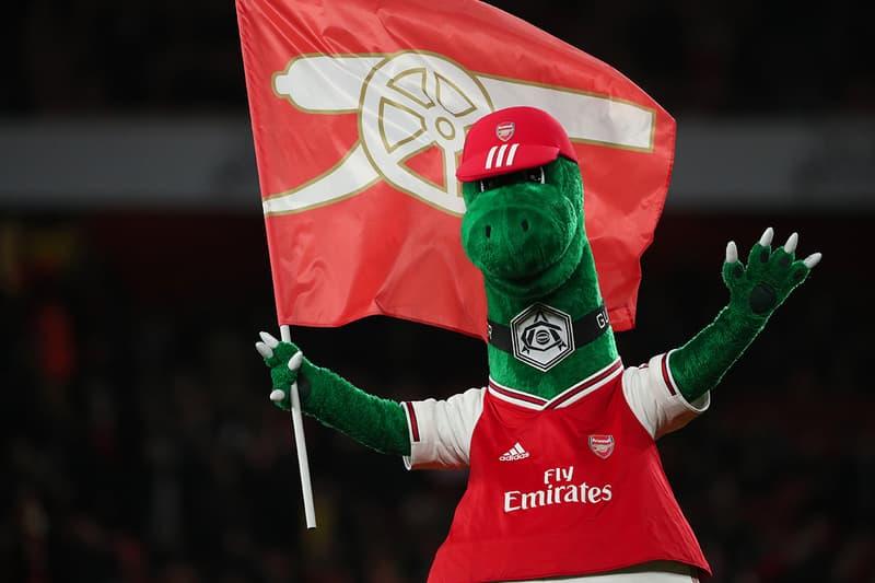 新型コロナでクビになっていたアーセナルのクラブマスコット ガナザウルスが復職する Gunnersaurus returns to Arsenal