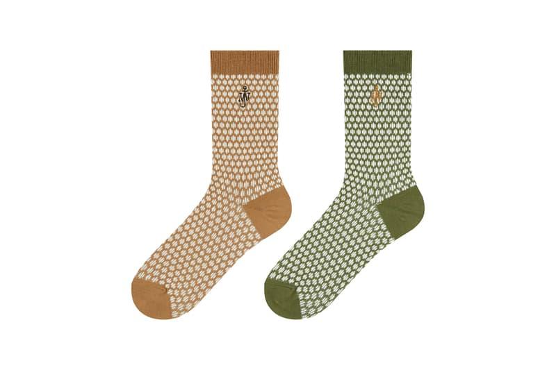 ユニクロ アンド JW アンダーソンから英国の気品漂うホリデーコレクションが登場 JW Anderson x UNIQLO Holiday 2020 Collection Festive Christmas Time Winter 2020 Accessories Kids Adult Jonathan Anderson knit caps snoods gloves socks HEATTECH