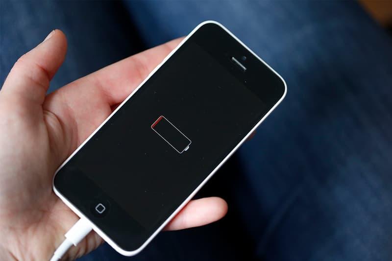 アップルが旧アイフォンの性能を意図的に低下させていた事件で新たに75億円の損害賠償を請求される apple italy iphone 6 batterygate battery throttling lawsuit news