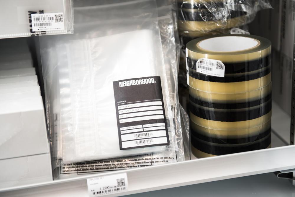 후지와라 히로시 편의점 더 콘비니 긴자 소니 파크 컬렉션 베어브릭 머그 라이터 접시 티셔츠 판초 가방 과자 물 캔들 비누
