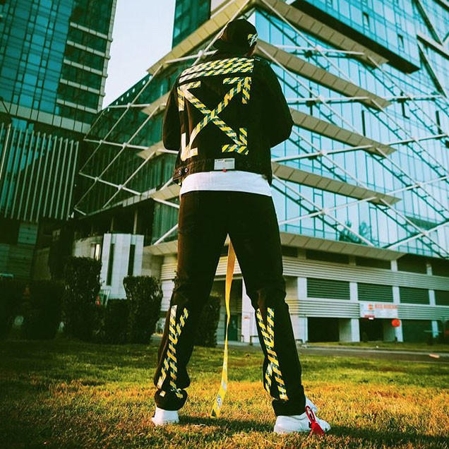 오프 화이트 방콕 플래그십 스토어 한정판 캡슐