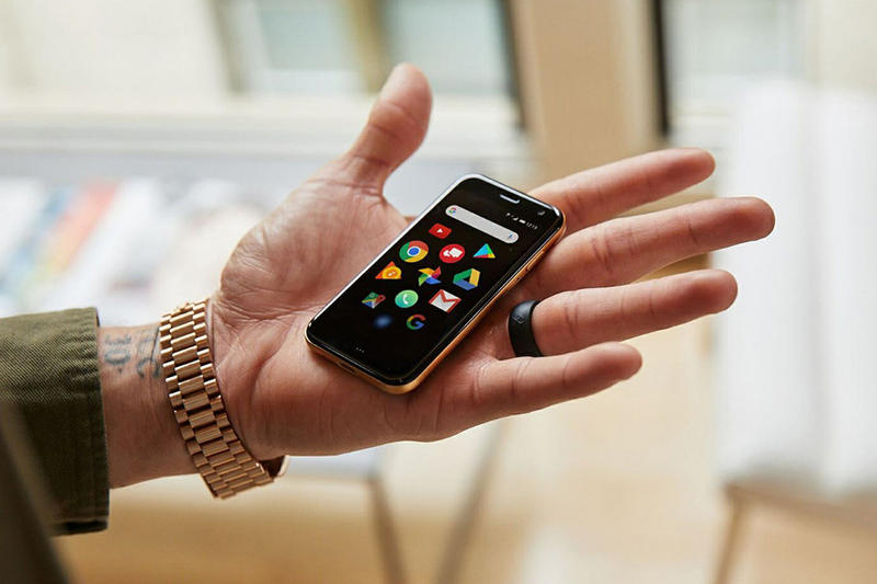 신용카드 크기 손바닥 만한 스마트폰 팜 palm smartphone
